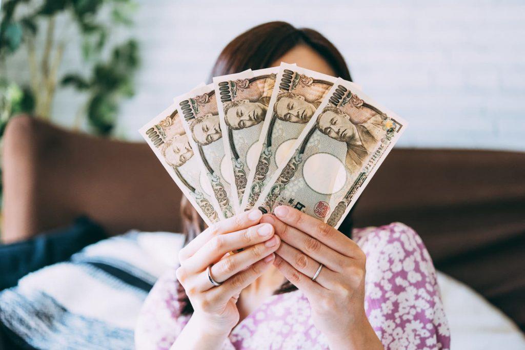 副収入を自慢する主婦